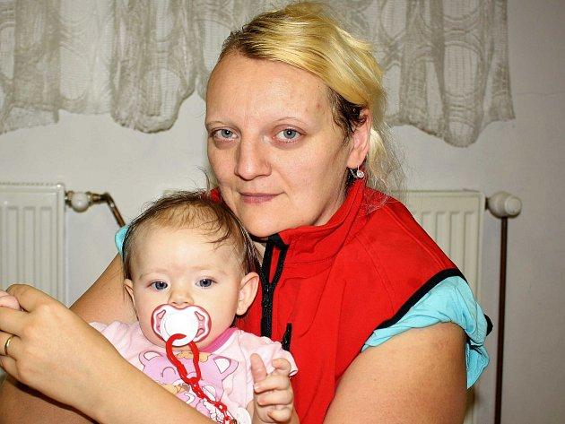 Jana z Plzně, která je se svými dcerami v azylovém domě v Klatovech.