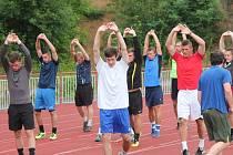 Pondělní trénink klatovských fotbalistů na lehkoatletickém stadionu v Podhůrčí