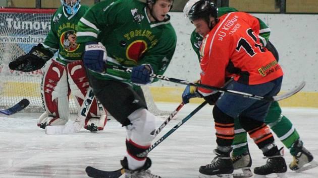 Šumavská liga amatérského hokeje HC Tomahawks (z) - AHC Vačice 2:2.