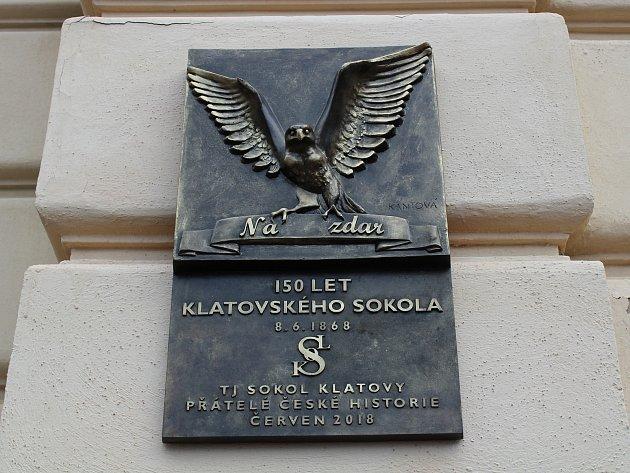 Slavnostní odhalení pamětní desky ke 150. výročí založení klatovského Sokola.