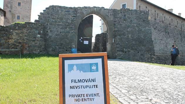 Vstup na hrad zakázán. Natáčí se.