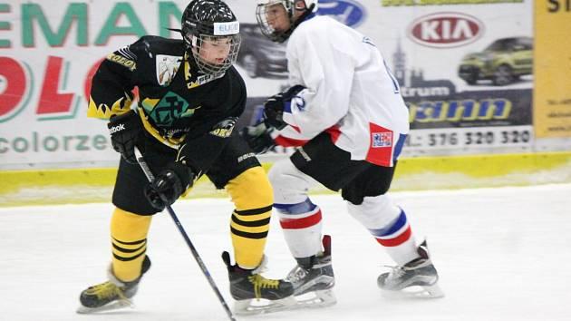 ELIOD liga mladšího dorostu: HC Klatovy (bílé dresy) - HC Energie Karlovy Vary B 3:5