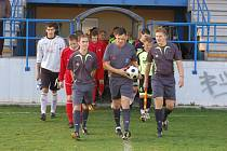 Klatovští divizní fotbalisté (v červených dresech) podlehli svým hostům z pražského Motorletu 0:6