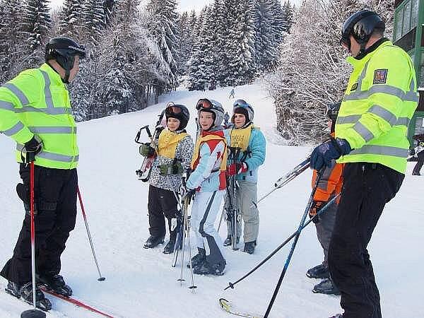 Policisté ve špičáckém skiareálu