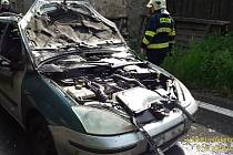 Auto hořelo v Petrovicích u Měčíně.
