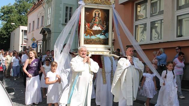 Průvod s obrazem Panny Marie Klatovské