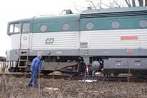 Z lokomotivy unikla nafta.
