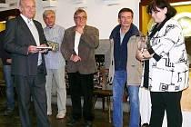 Křtu knihy se zúčastnili (zleva) Jan Stráský (kmotr knihy)a autoři Petr Mazný, Pavel Fencl, František Nykles a Zdeňka Řezníčková.
