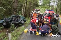 Teprve 20letý mladík zahynul v pondělí odpoledne při nehodě mezií Chocomyšlí a Chudenicemi. Nepomohl ani přivolaný vrtulník