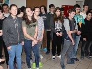 Předání šeku Nikolce Tržové na Masarykově základní škole v Klatovech.