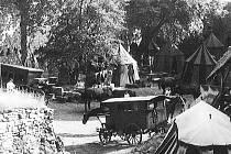 Archivní záběry z filmování na hradě Rabí