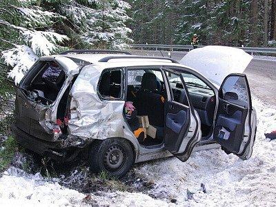 Dopravní nehoda mezi Špičákem a Hojsovou Stráží