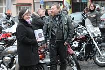 Sraz motorkářů u stromečku na klatovském náměstí