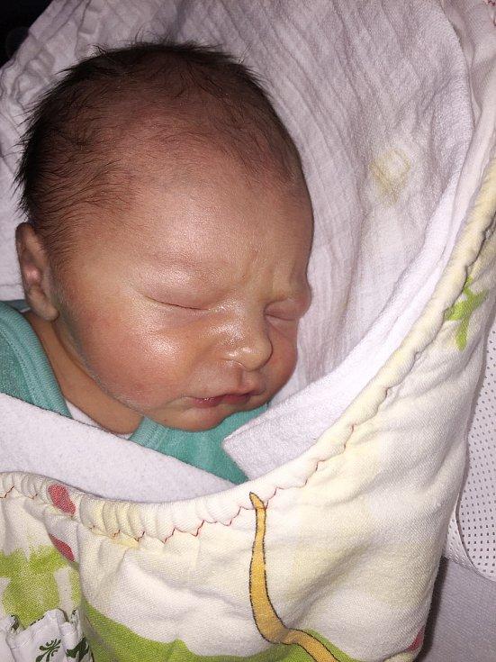 Tadeáš Chlanda z Pačejova (3710 g, 51 cm) se narodil v klatovské porodnici 16. ledna v 17.05 hodin. Rodiče Alena a František přivítali očekávaného prvorozeného syna společně na svět.