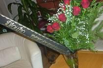Pohřební kytice, kterou dostala starostka Bohuslava Bernardová.