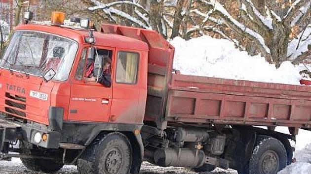 V Železné Rudě už vyváží sníh.
