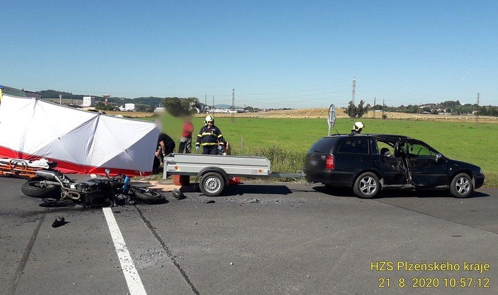 Vážná nehoda motorky a osobního auta u Horažďovic.