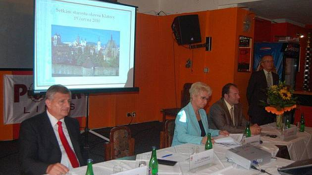 Čtyřicet dva starostů z Klatovska si v úterý pohovořilo v klatovském kulturním domě s představiteli Plzeňského kraje