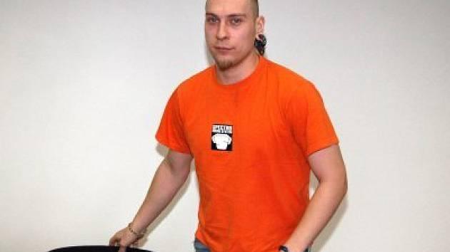 Dušan Kohout z jižních Čech, který je obžalován z toho, že podvodně vylákal od České spořitelny úvěr ve výši tři miliony korun, před klatovským soudem.