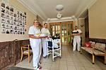 Lidé z projektu WeLoveŠumava obdarovali seniory v Sušici.
