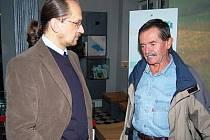 Bývalý předseda Svazu obcí NPŠ František Nykles (vpravo) s ředitelem NPŠ Františkem Krejčím.