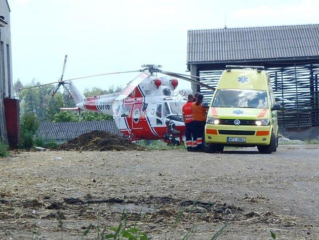 Na místo nehody musel přiletět vrtulník.