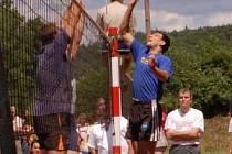 Do finále mužů 31. ročníku turnaje O pohár splavu – Memoriál Antonína Janečka se probojovaly týmy Kandahár a Vonoklasy. Kandahár, vítěz loňského ročníku, jednoznačně porazil Vonoklasy a potvrdil své herní kvality. Na snímku útočí Jan Ulč z vítězného týmu