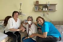 Seniorky s vrchní sestrou Martinou Kolářovou v domově Clementas v Janovicích nad Úhlavou.