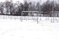 Přestože jsme vás zvali na pohárový fotbal do Hradešic, hřiště v neděli odpoledne však zelo prázdnotou, ani my jsme netušili, že Hradešičtí  kvůli sněhové nadílce změnili hrací místo. Útočiště našli ve Svéradicích.