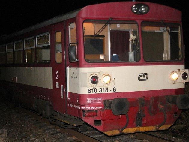 Železniční nehoda v Hrádku u Sušice. Vlak srazil chodce, ten srážku nepřežil