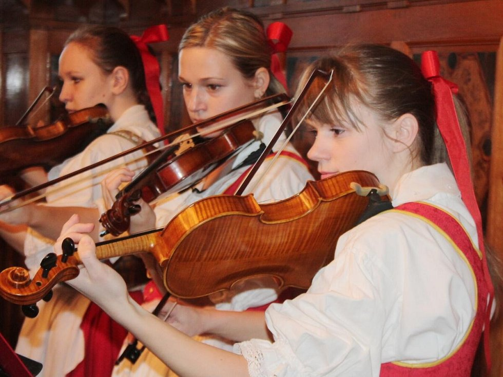 Předání ocenění lidem, kteří se zasloužili o rozvoj Mezinárodního folklorního festivalu Klatovy