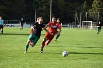 Fotbalisté Mochtína (na archivním snímku hráči v červených dresech) zdolali v nervózním derby hosty z Hrádku 3:2.