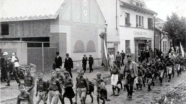První poválečný průvod Sokola Kolincem při Sokolských dnech.