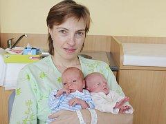 Jaromír Vadlejch z Klatov (2540 g, 46 cm) se narodil v klatovské porodnici 27. března ve 23.56 hodin a Jana Vadlejchová  (2110 g, 45 cm) se narodila v klatovské porodnici o minutu později než bráška. Očekávaná dvojčátka mají jména po rodičích.
