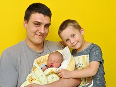 Kamil Jan cihlář z Horažďovic se narodil 15. října ve strakonické porodnici v 8.15 hodin. Vážil 3440 g. Na brášku se těšil Mareček (5) společně s rodiči Kamilem a Petrou.