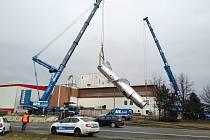 Instalace kolony odparky v Lyckeby Amylex Horažďovice nebyla jednoduchá. Jen tento díl měřil 22 metrů a vážil 57 tun.