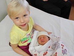 Barbora Rybová ze Švihova (2880 gramů, 50 cm) se narodila v klatovské porodnici 21. listopadu ve 23.10 hodin. Rodiče Simona a Tomáš si museli počkat na to, že budou mít holčičku, až na porodní sál, kde dcerku na svět přivítali společně. Na sestřičku doma
