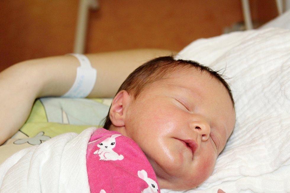 Emma Chabrová z Lub se narodila v klatovské porodnici 17. února ve 12:42 hodin (3150 g, 49 cm). Maminka Monika se na své první miminko moc těšila a dopředu věděla, že se jí narodí holčička.