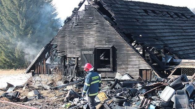 Středeční požár stodoly ve Smrčí