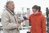 Jiří Běl  s vnučkou Kristýnou Regnerovou, která se ujala křtu knihy  Naše řeka Úhlava.