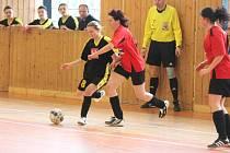 Zimní Dívčí amatérská fotbalová liga PS Křeč Mochtín - Kobra Bolešiny A 4:3.