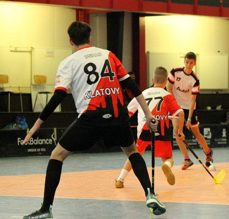 PG 2020 - B15: Sport Club Klatovy (bíločervení) - FBC Autel Český Těšín (bíločerné dresy).