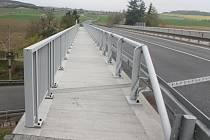 Chodník u mostu v Klatovech není pro chodce