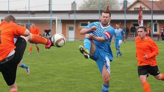 1. B třída: Měčín (modré dresy) - Chanovice 1:0