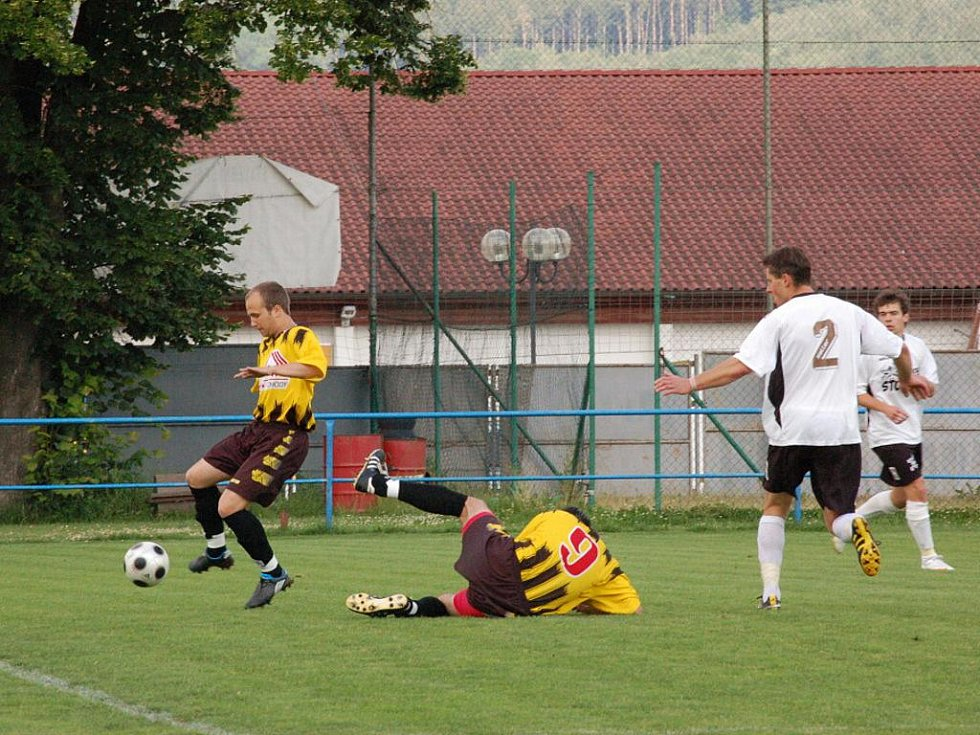 Fotbalisté FK Horažďovice prohráli v posledním kole krajského přeboru v Přešticích 0:2 a z nejvyšší rajské soutěže setupují.