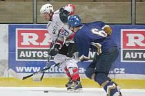 Liga juniorů: HC Klatovy (v bílém) - PZ Kladno 0:7.