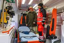 Nové sanitky mají pohon 4×4, mají větší světlou výšku, větší nosnost a je v nich také více prostoru pro pacienta, než bylo dosud.