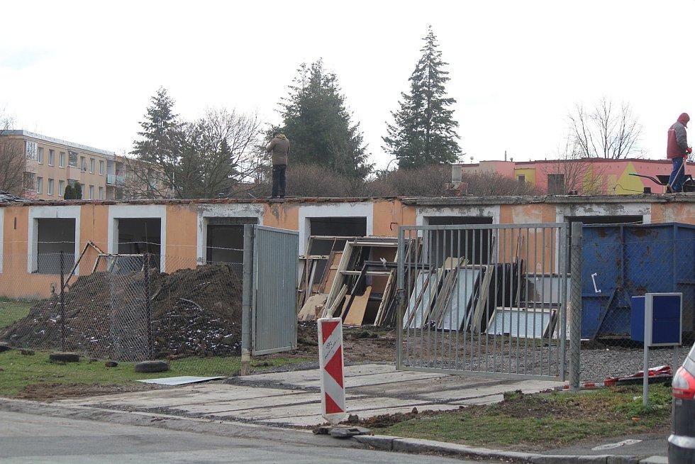 Demolice bývalého obchodu v Klatovech.