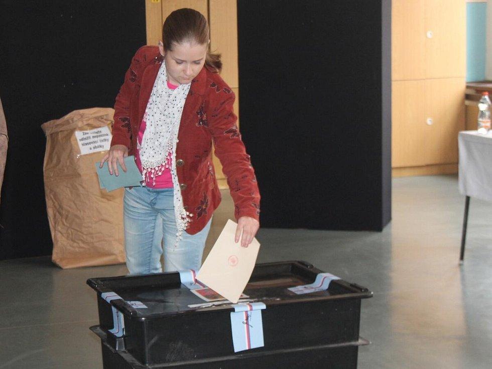 Volební místnosti v Klatovech se začaly plnit hned ve čtrnáct hodin