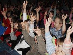 Pavel Novák bavil děti v klatovském divadle.
